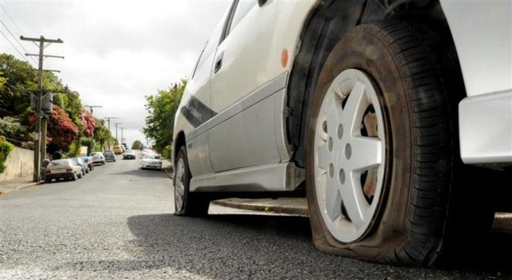 Arabanın Lastiği Patlarsa Neler Yapılabilir? - İstanbul Oto Çekici